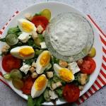 Salatka z jajkiem i dipem...