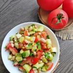 Sałatka z pomidorem,...