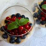 Karmelowy deser z owocami