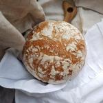 Chleb pszenny na nocnym...