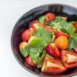 Sałatka z pomidorami,...