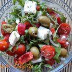 Salatka z feta i oliwkami...