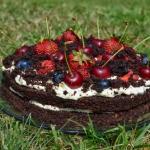 Torcik czekoladowy z owoc...