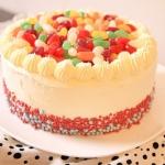 Urodzinowy tort ubrany w ...