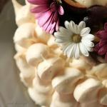 Tort bezowy z pieczonymi ...
