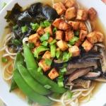 Wegański ramen z tofu,...