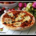 Pizza z oliwkami, szynka ...