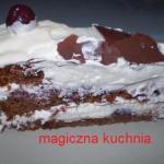 Czekoladowy tort z bitą...