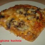 Pizza z pieczarkami z...
