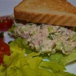 Salatka z tunczyka na kan...