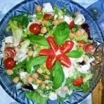 Salatka z twarogiem i cie...