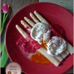 Szparagi i jajko w sosie...