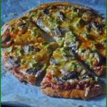 Pizza z pieczarkami i...