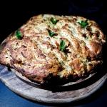 Chleb z fetą cebulą,...