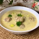Zupa porowa z klopsikami