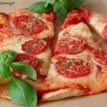 Domowa pizza Margherita.