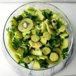 Zielona sałatka z kiwi.