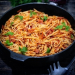 Spaghetti z kiełbasą i...