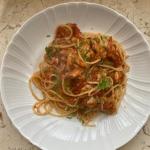 Małże ze spaghetti