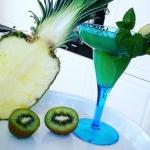 ananas + kiwi + mieta