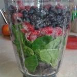 szpinak + maliny + jagody...