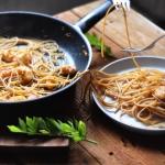 Spaghetti z czosnkowymi k...