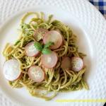 Spaghetti z pesto z lisci...