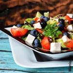 Salatka z truskawkami i f...