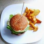 Domowe hamburgery z frytk...