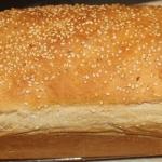 Chleb tostowy z sezamem.