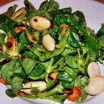 Chrupiaca Salata z Migdal...