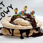 TORT BEZOWY z orzechowo-...