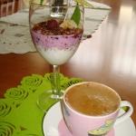 23. Jagodowy jogurt...