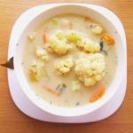 Biała zupa kalafiorowa