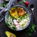 Buddha bowl: ryz, kurczak...