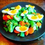 Duszone warzywa z jajkiem...
