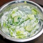Surowka z salaty i ogorka...