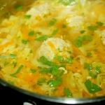 Zupa z młodej kapusty z...