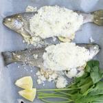 Pstrąg zapiekany w soli