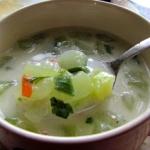 Zupa z zielonych ogorkow