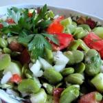 Salatka z bobu z sosem vi...