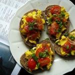 Czosnkowe grzanki z jajec...