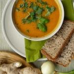 Zupa marchewkowa z czerwo...