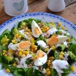 Salatka z brokulami, szpi...