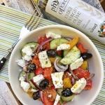 Salatka grecka z feta i o...