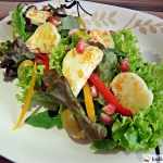 Salatka z serem halloumi ...