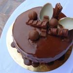 Tort czekoladowy z polewa...