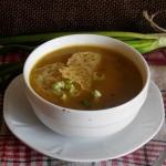 Zupa cebulowa z serowymi...
