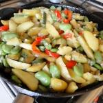 Bob z warzywami z patelni...
