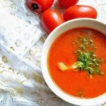 Zupa pomidorowa z klusecz...